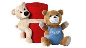 Enfants et jeux ours en peluche
